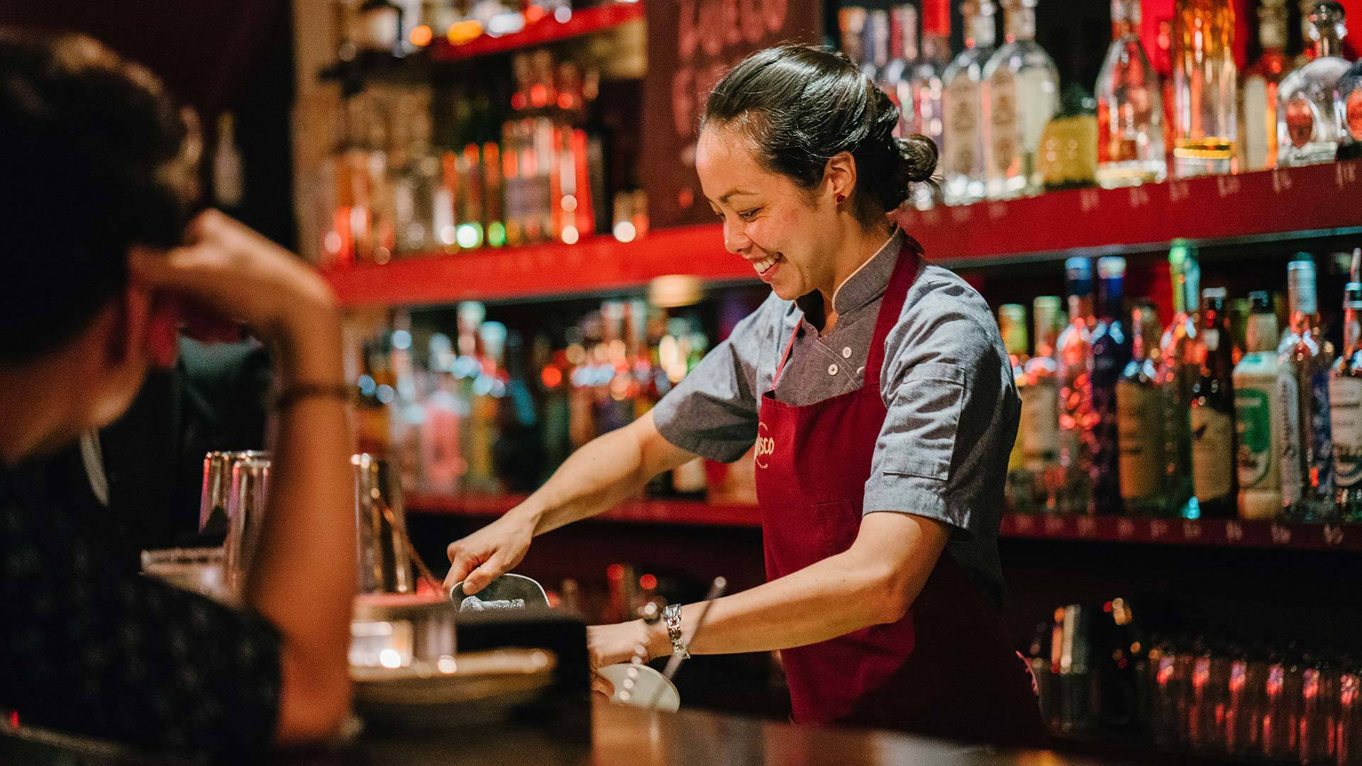 A Guide to Hire a Cocktail Bartender